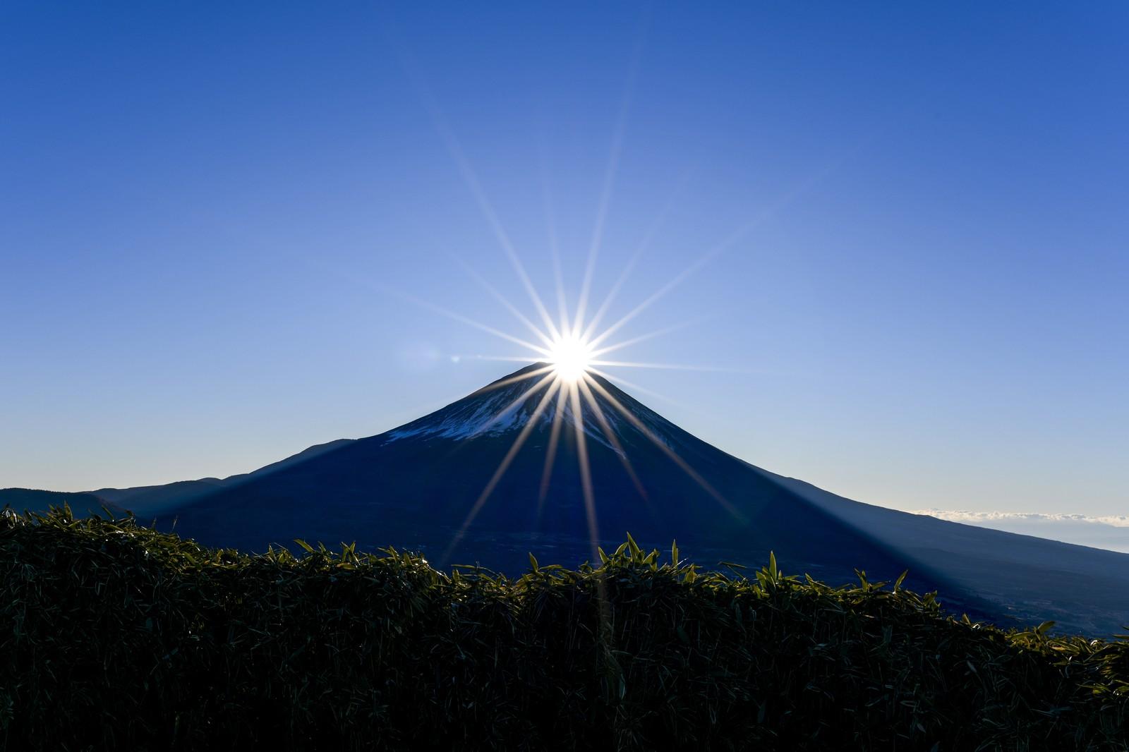 ダイヤモンド富士を竜ヶ岳から見た風景