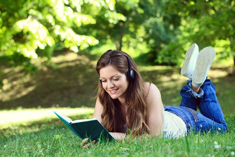 音楽を聴きながら読書をする