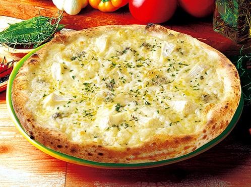 ナポリの窯の6種類のチーズのピッツァ